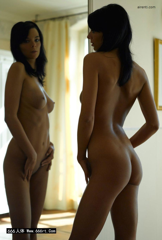 镜子前自拍的墨西哥嫩模Julia