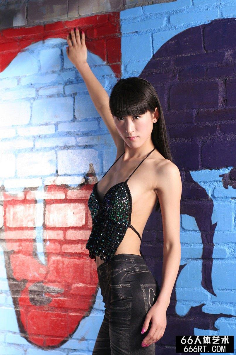 超模涣莎09年4月20日棚拍黑丝人体