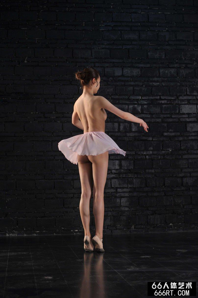 舞蹈超模贝贝09年3月26日棚拍芭蕾人体