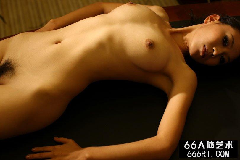 身材不错的金灵08年9月7日室拍人体