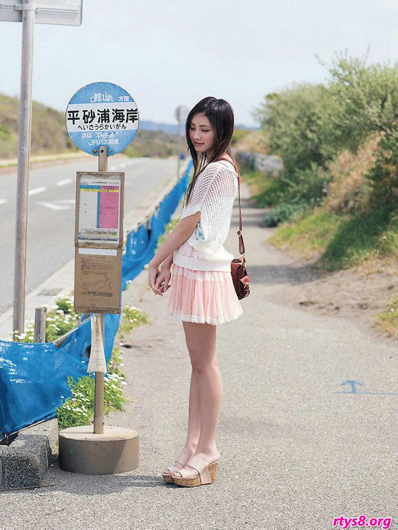 长头发美人�L�Y香海滩外拍纯美写真