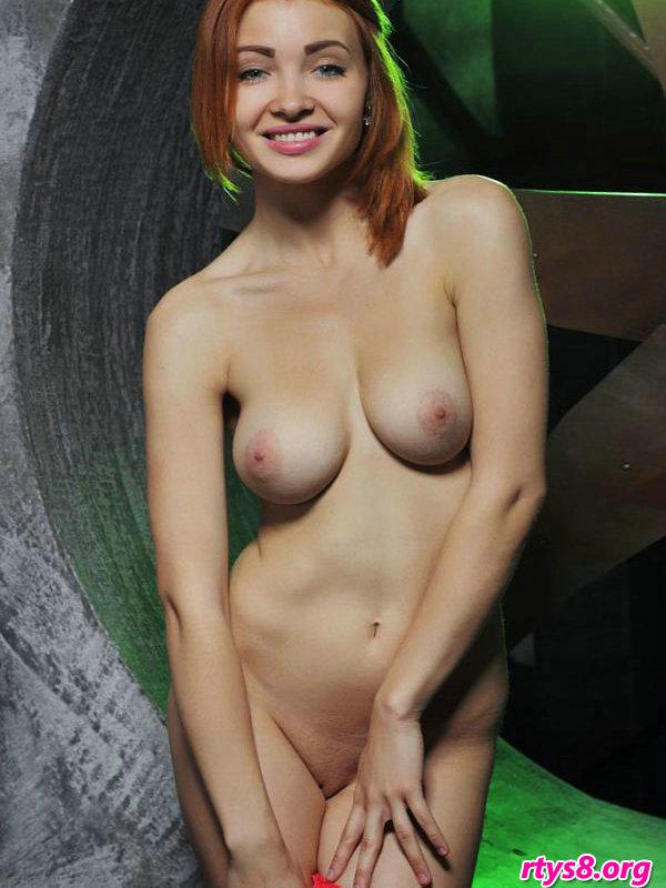 身材一流的的丰腴靓妹KIKA棚拍人体摄影_西西西人体大尺度真写
