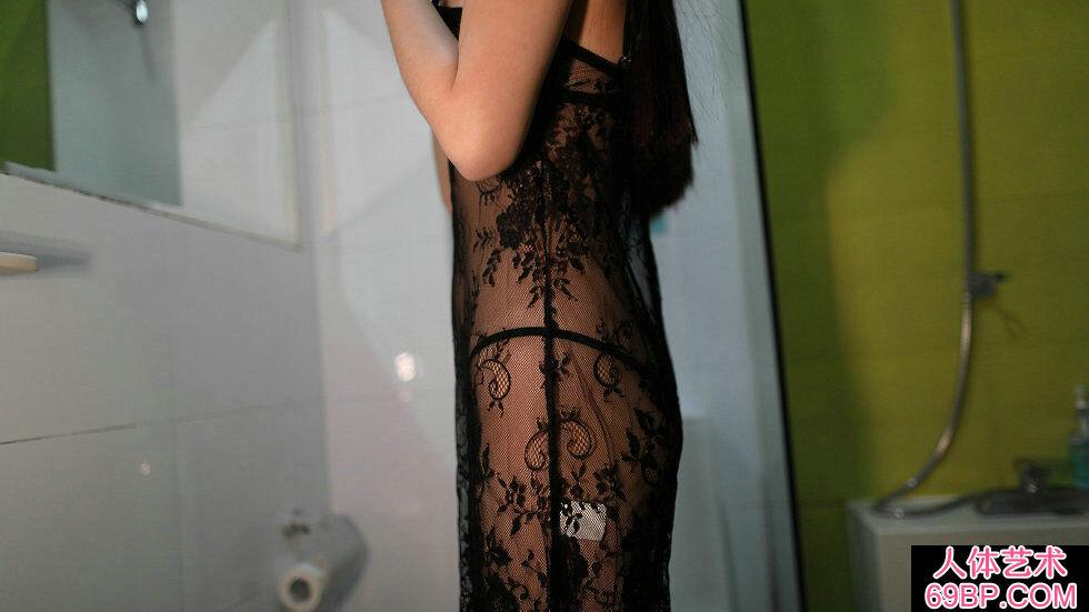 Rosi第2279期黑色蕾丝薄纱裙妹子写照